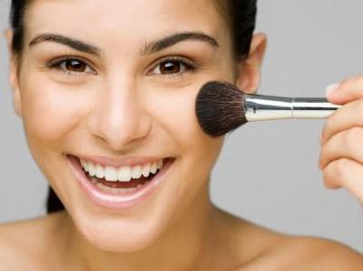 woman_makeup_brush-400x298